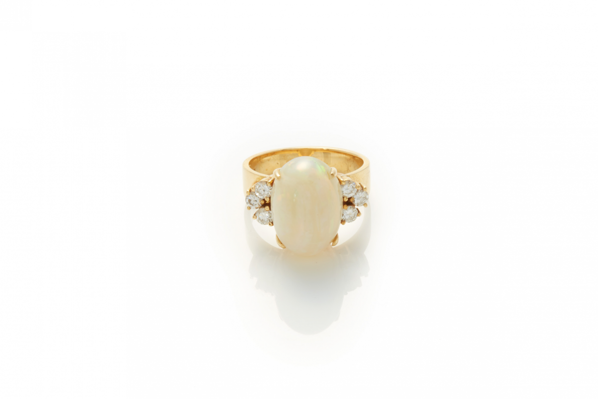 Lot 54 - A 20K GOLD, OPAL AND DIAMOND RING