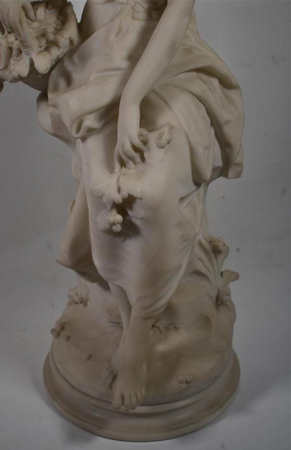 Lot 191 - Hippolyte MOREAU Bergère en marbre sculpté H. 72,5 cm -
