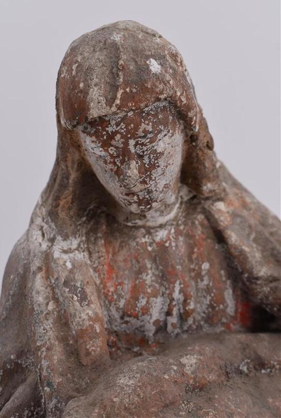 Lot 194 - Travail dans l'esprit du XVIe siècle, Pièta en pierre calcaire sculptée, traces de [...]
