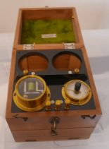 Lot 359 - Vintage Boxed Robert Whitelaw Aberdeen Medical Instrument.