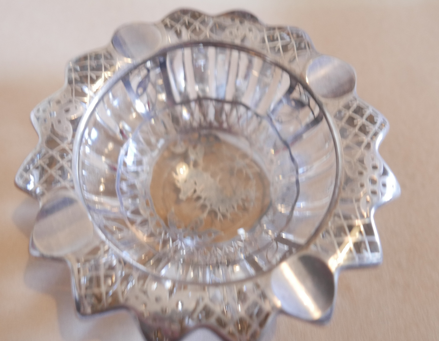 Lot 446 - Vintage Pierre D'Avesn Silver Overlaid Seahorse Glass Bowl - 135mm diameter and 50mm tall.