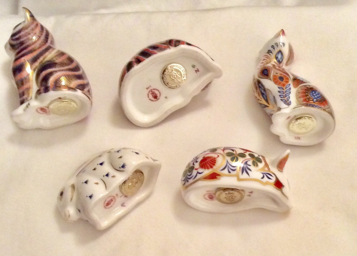Lot 33 - 5 x ROYAL CROWN DERBY 1ST QUALITY GOLD STOPPER PAPERWEIGHTS NO DAMAGE VGC