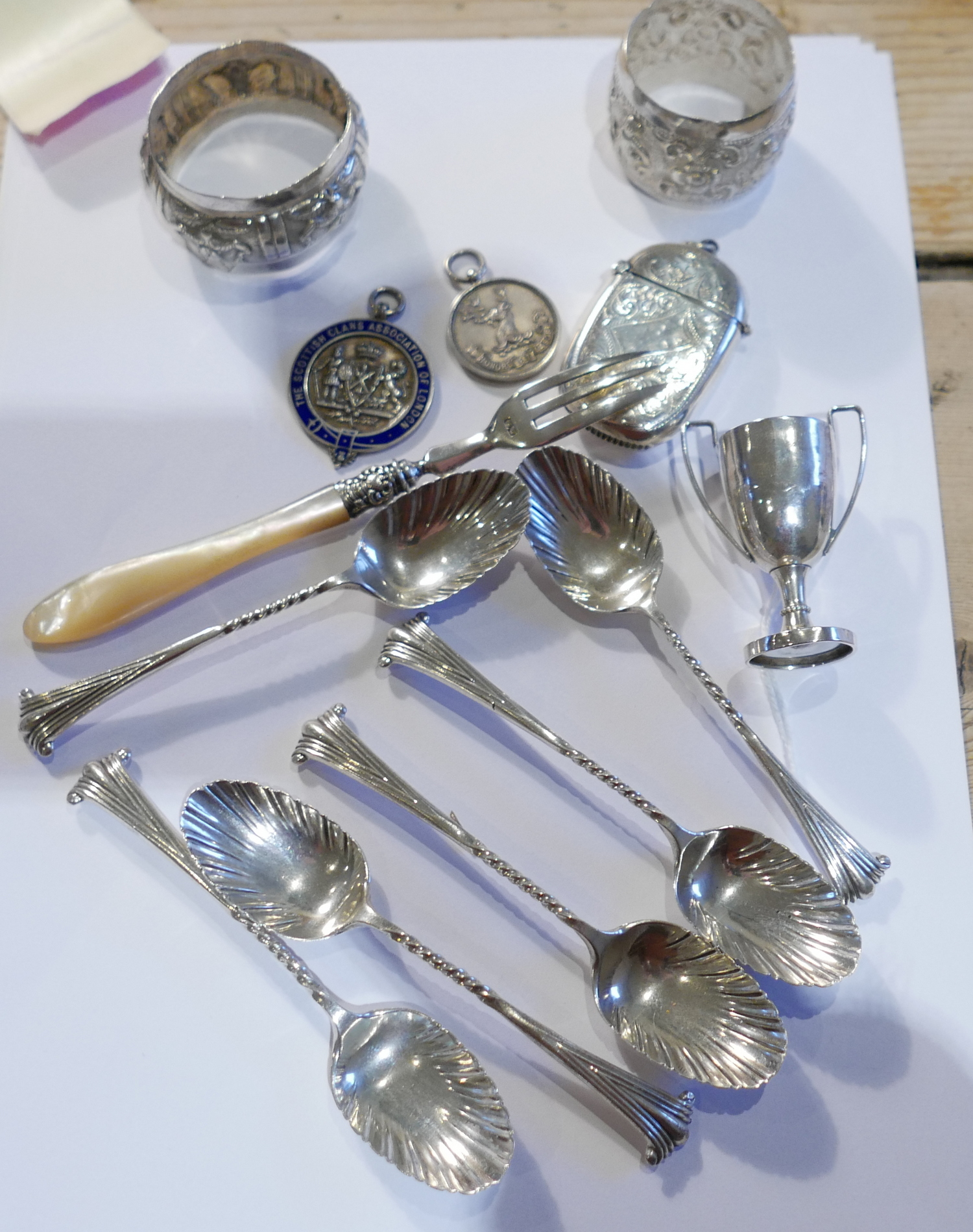 Lot 18 - Lot of Vintage Silver Items - total weight approx 195 grams.