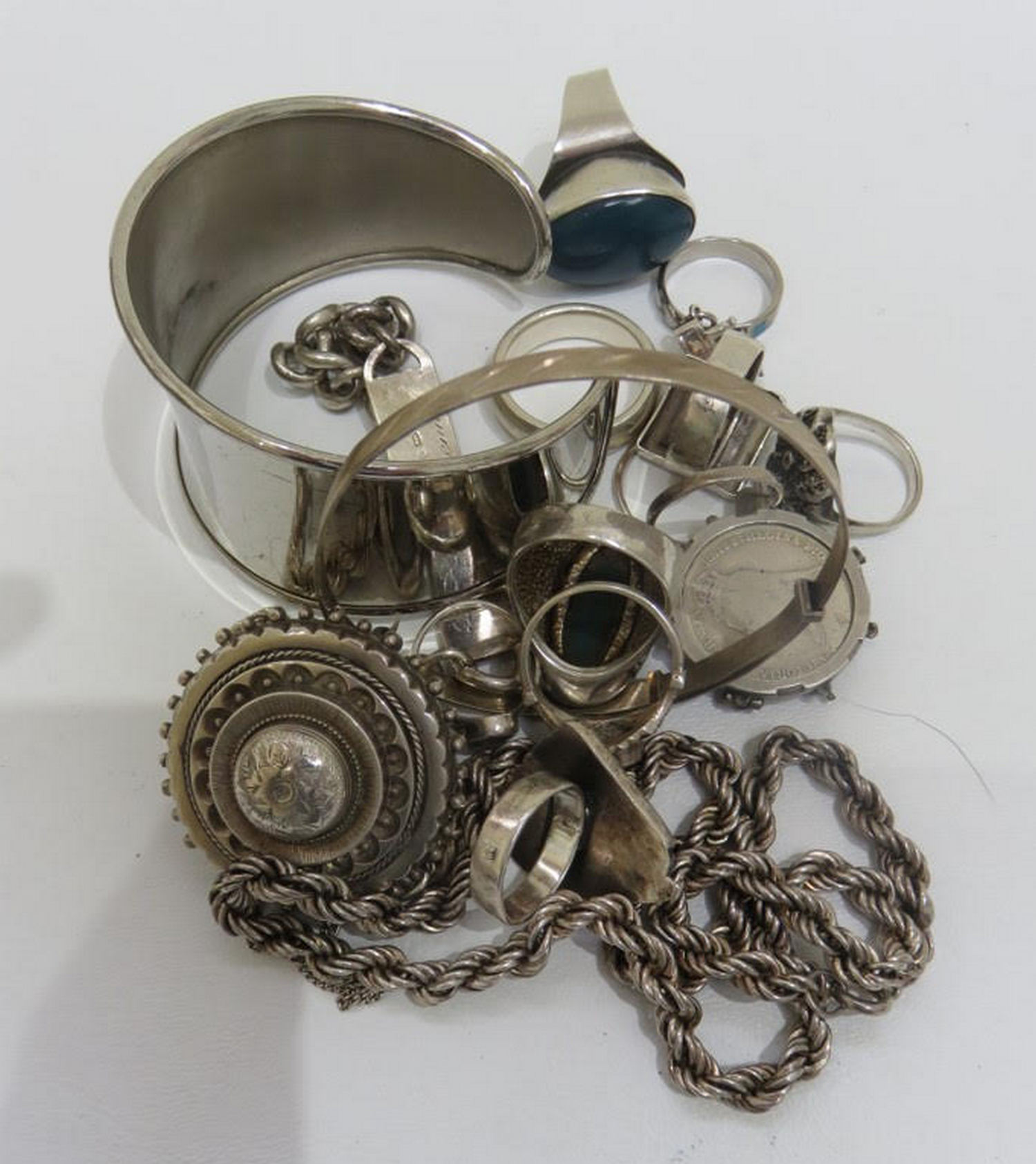 Lot 92 - Lot of Various Items of Silver Jewellery approx 160 grams.