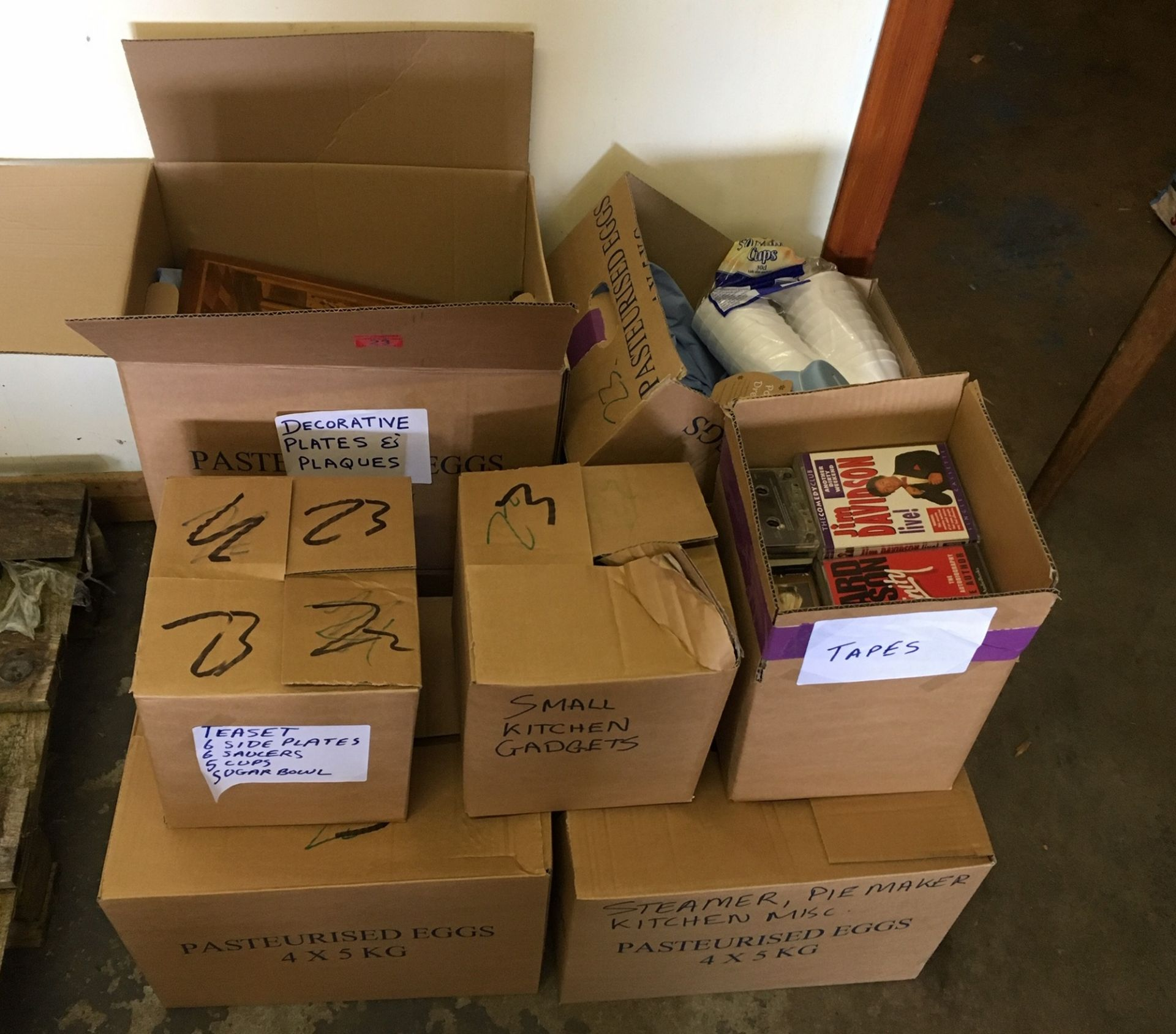 Lot 23 - 6 Boxes of Assorted Kitchen Ware.