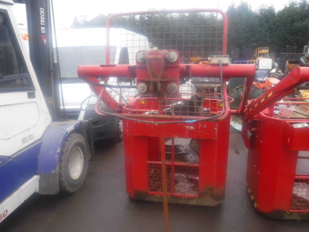 Lot 1154 - MAN RIDING BUCKET TO FIT HIAB CRANE, SWL 300G (DIRECT COUNCIL) [+ VAT]