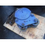 Lot 1119 - MORRIS 3 TON LIFTING BLOCK & SHACKLE [+ VAT]