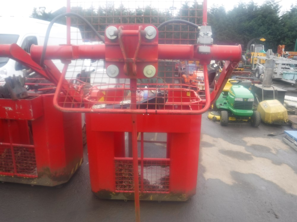 Lot 1155 - MAN RIDING BUCKET TO FIT HIAB CRANE, SWL 300G (DIRECT COUNCIL) [+ VAT]
