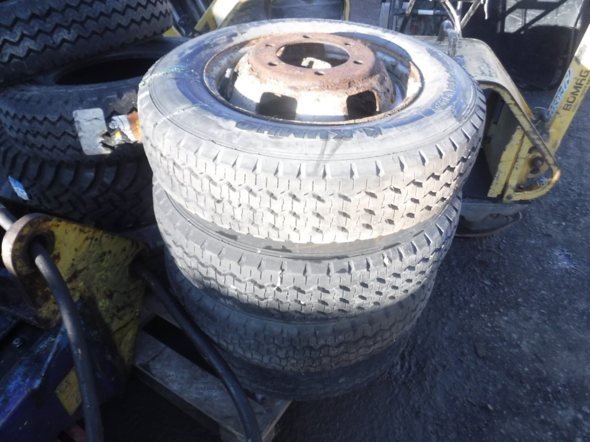 Lot 1121 - 4 TRANSIT TYRES [NO VAT]