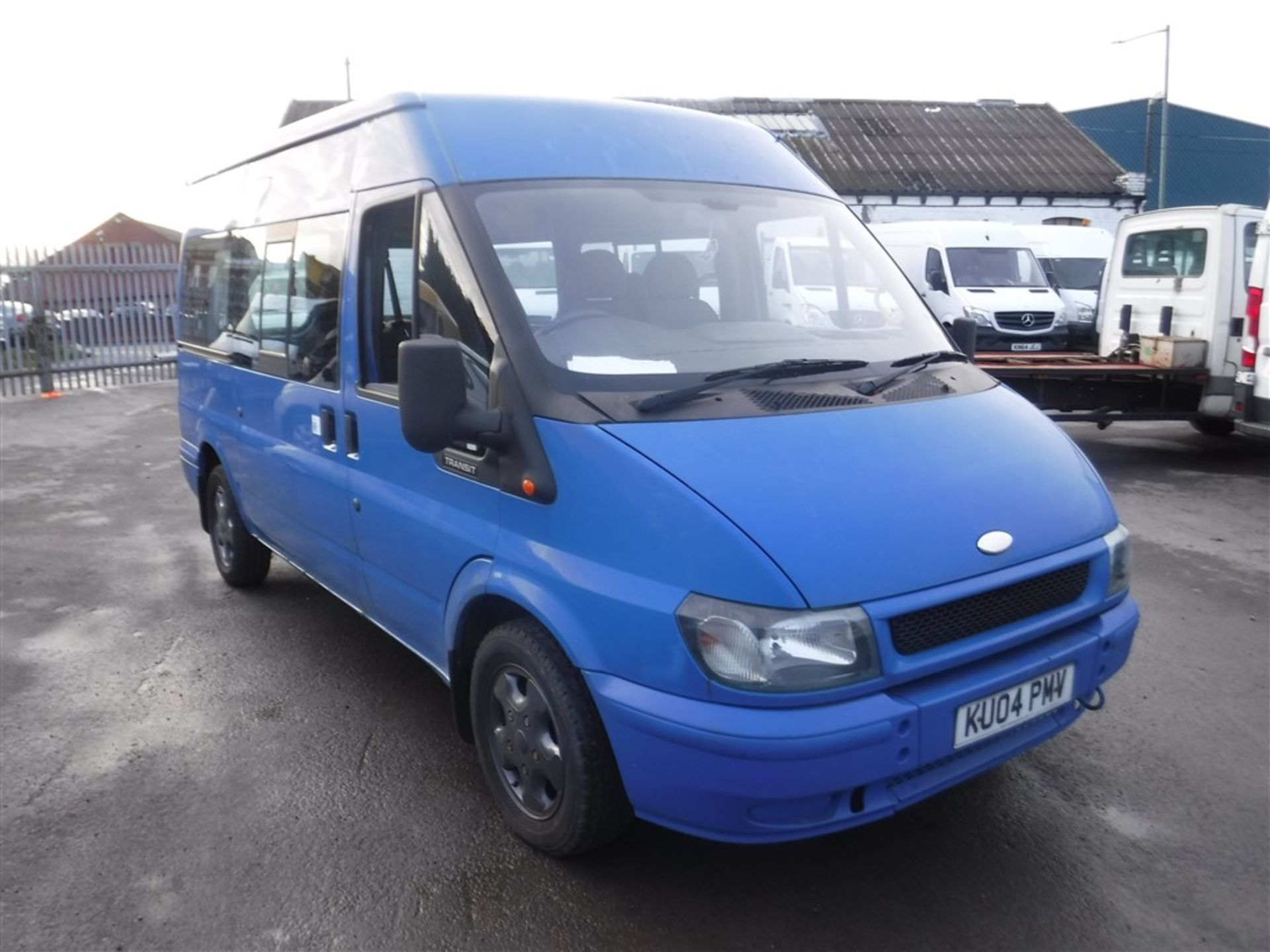 Lot 50 - 04 reg FORD TRANSIT MWB MINIBUS, 1ST REG 03/04, TEST 04/19, 161277M, V5 HERE, 5 FORMER KEEPERS [NO
