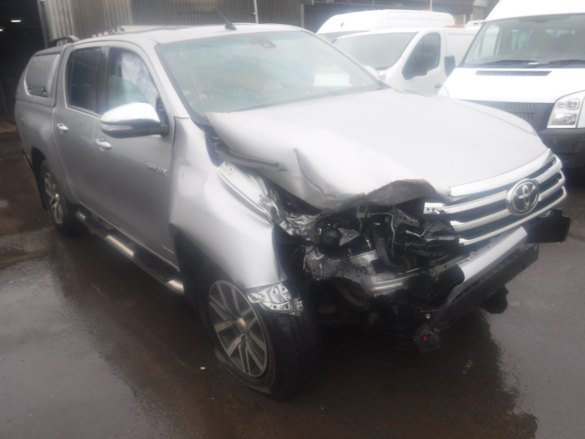 Lot 9 - 17 reg TOYOTA HI-LUX INVINCIBLE D-4D 4WD DCB - ACCIDENT DAMAGED (DIRECT ELECTRICITY NW) 1ST REG 05/