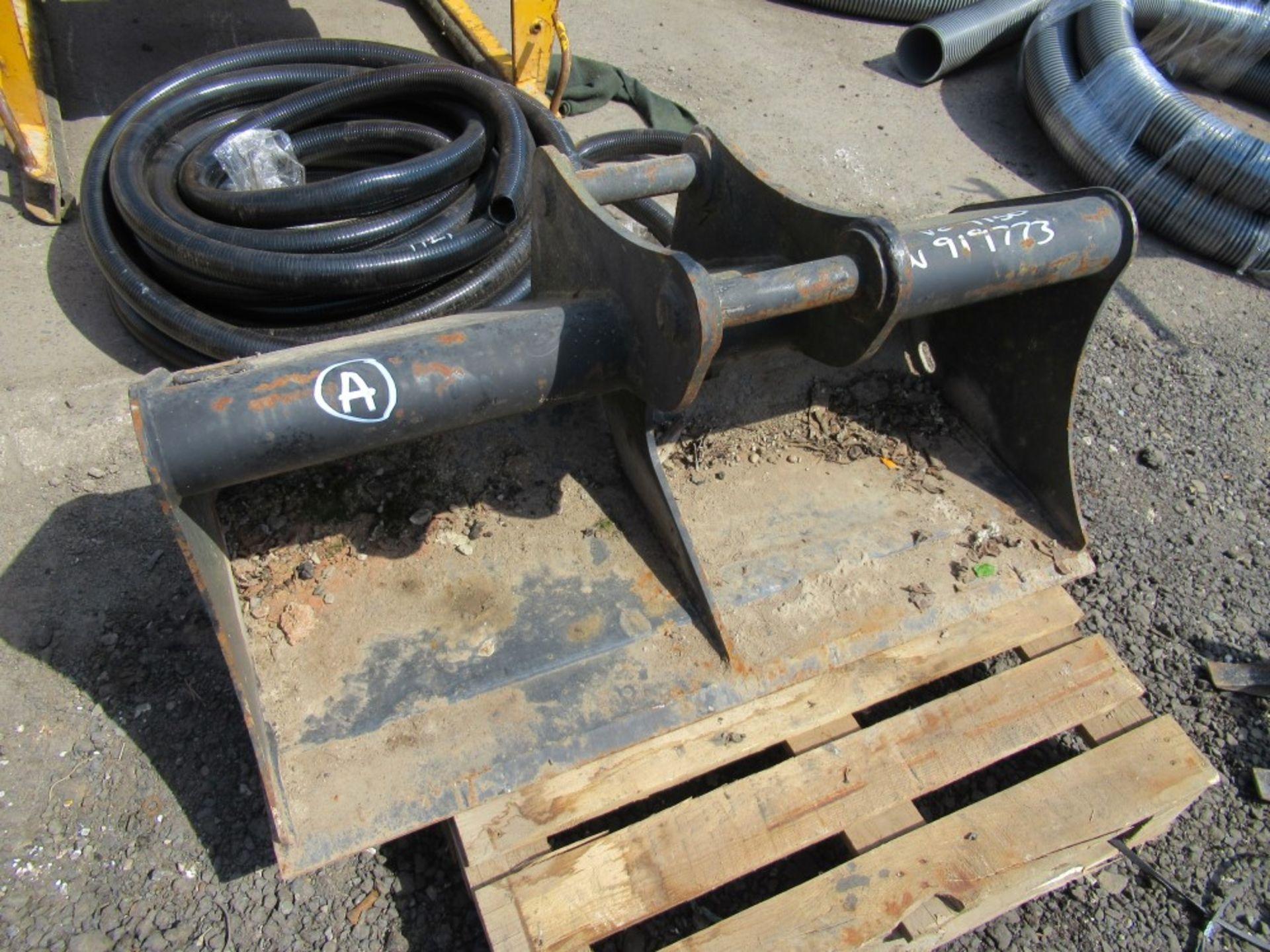 Lot 1135 - GEITH BUCKET 45MM PINS (A) [+ VAT]