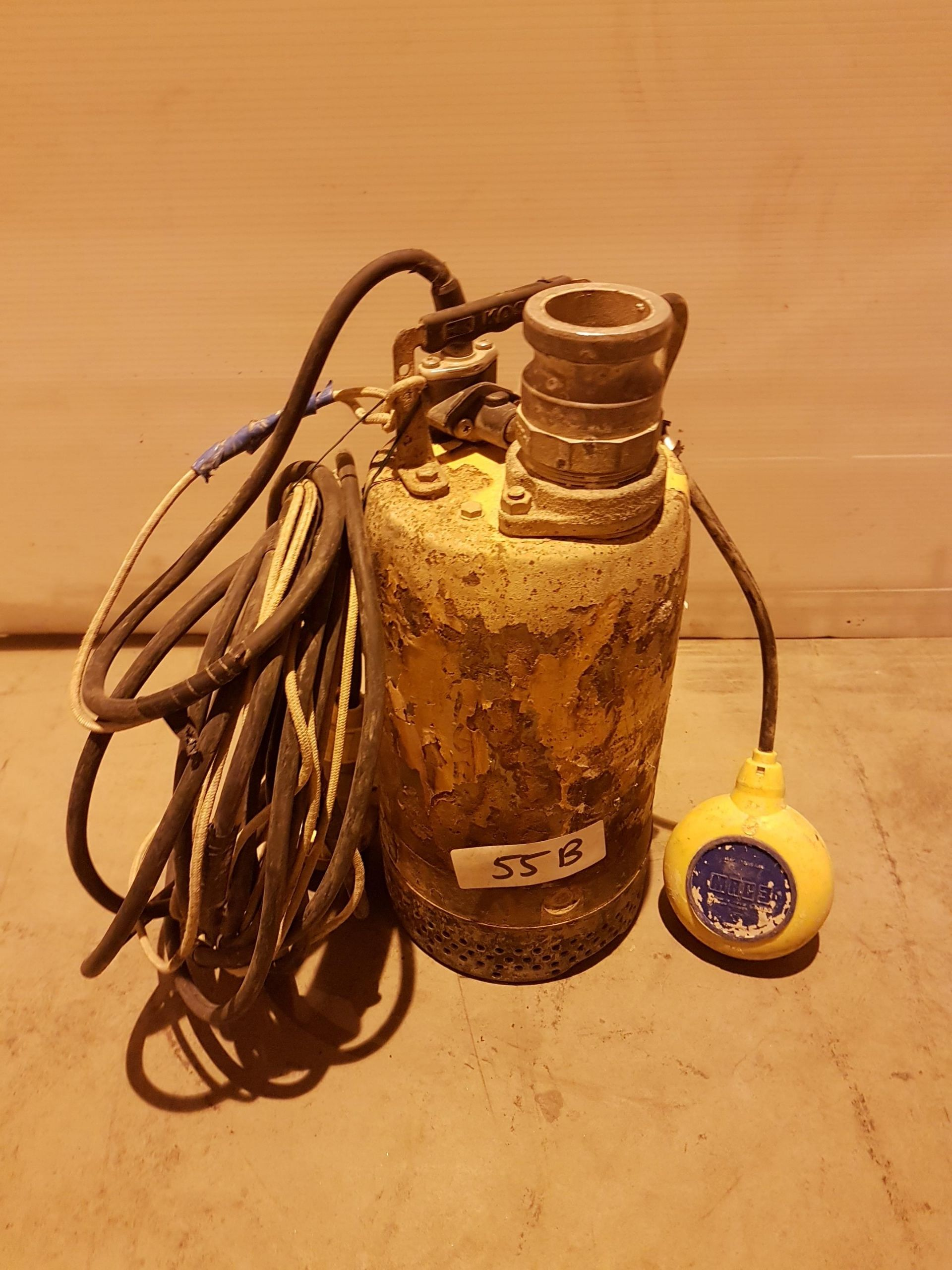 "Lot 55 - SUB PUMP 2"" WITH FLOAT SWITCH 5046R486, working"