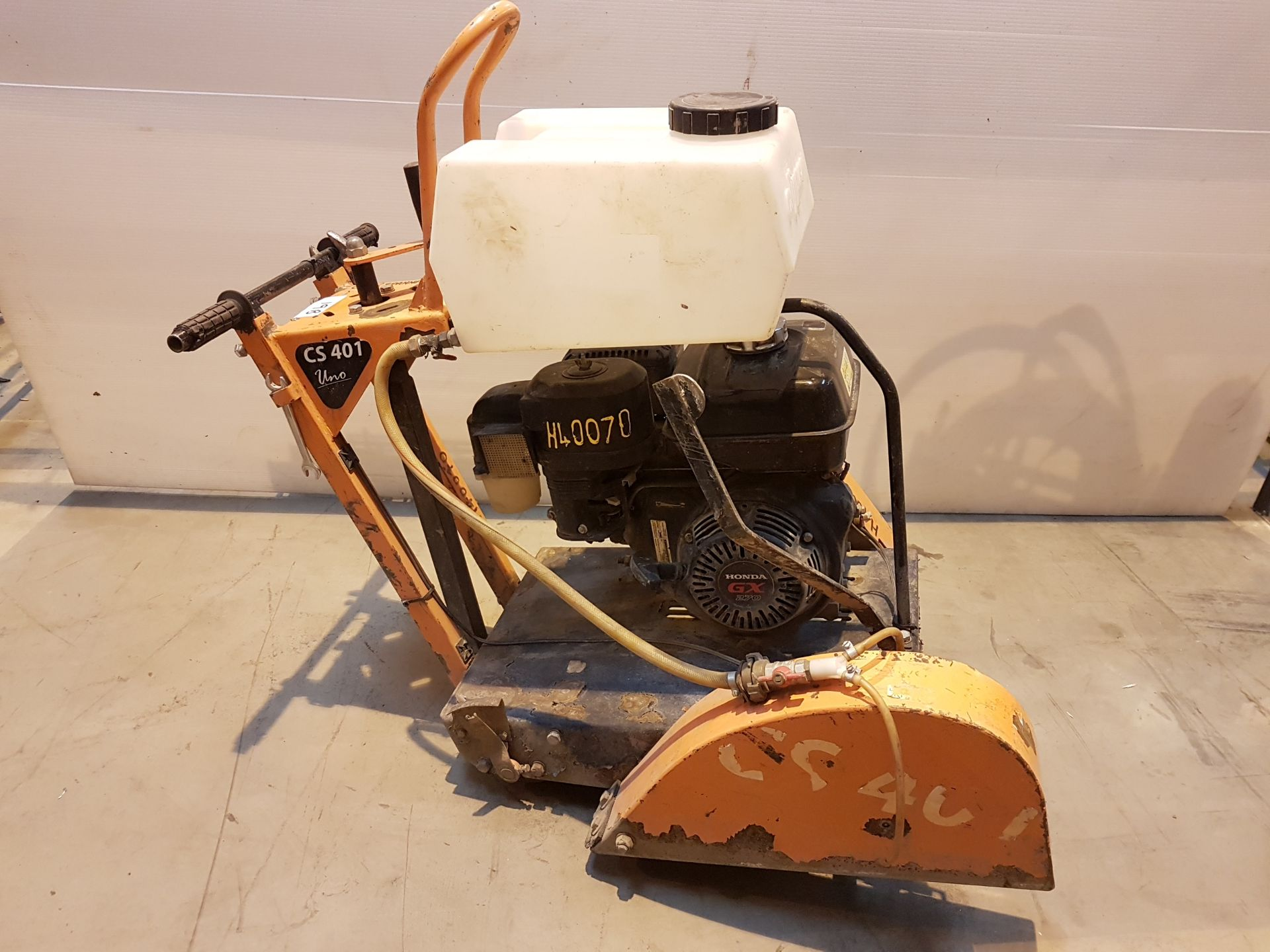 Lot 19 - Saint - Gobain CS401 Honda engined petrol road saw h40070, working