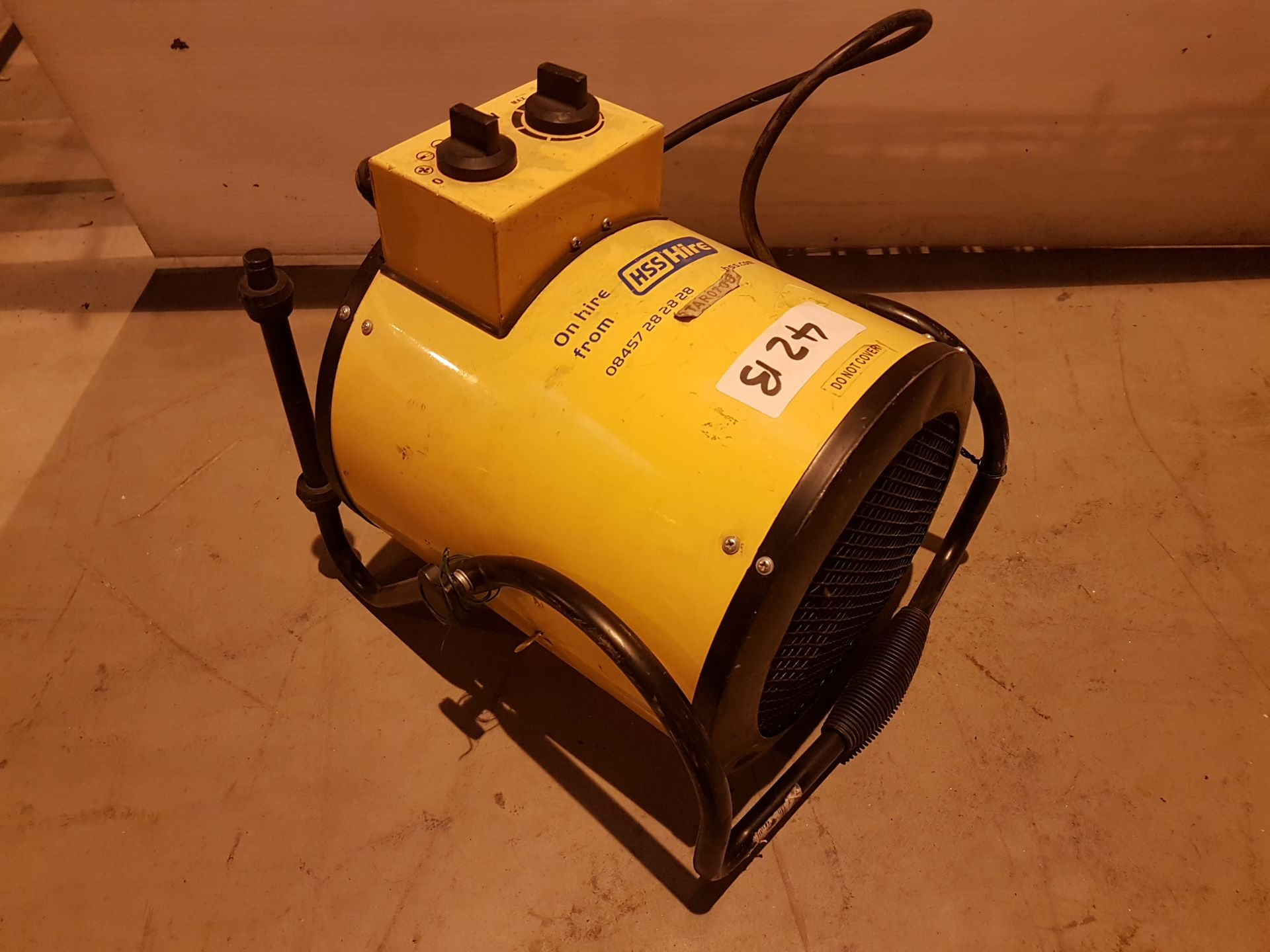 Lot 42 - 240v Retail Heater rtar0706, working