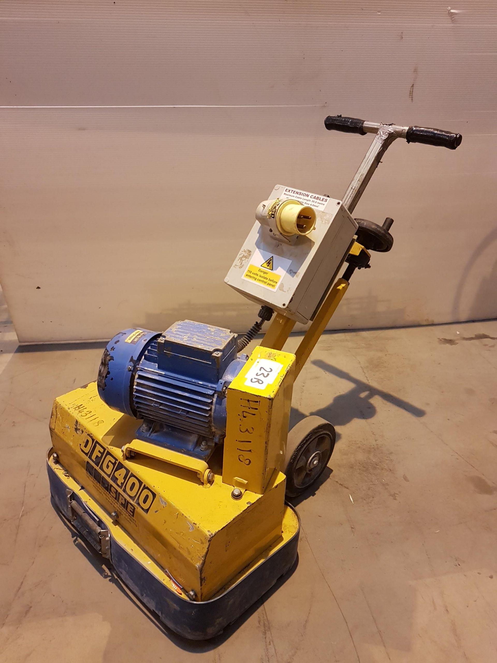 Lot 23 - DFG 400 110v Floor Grinder h43118, working