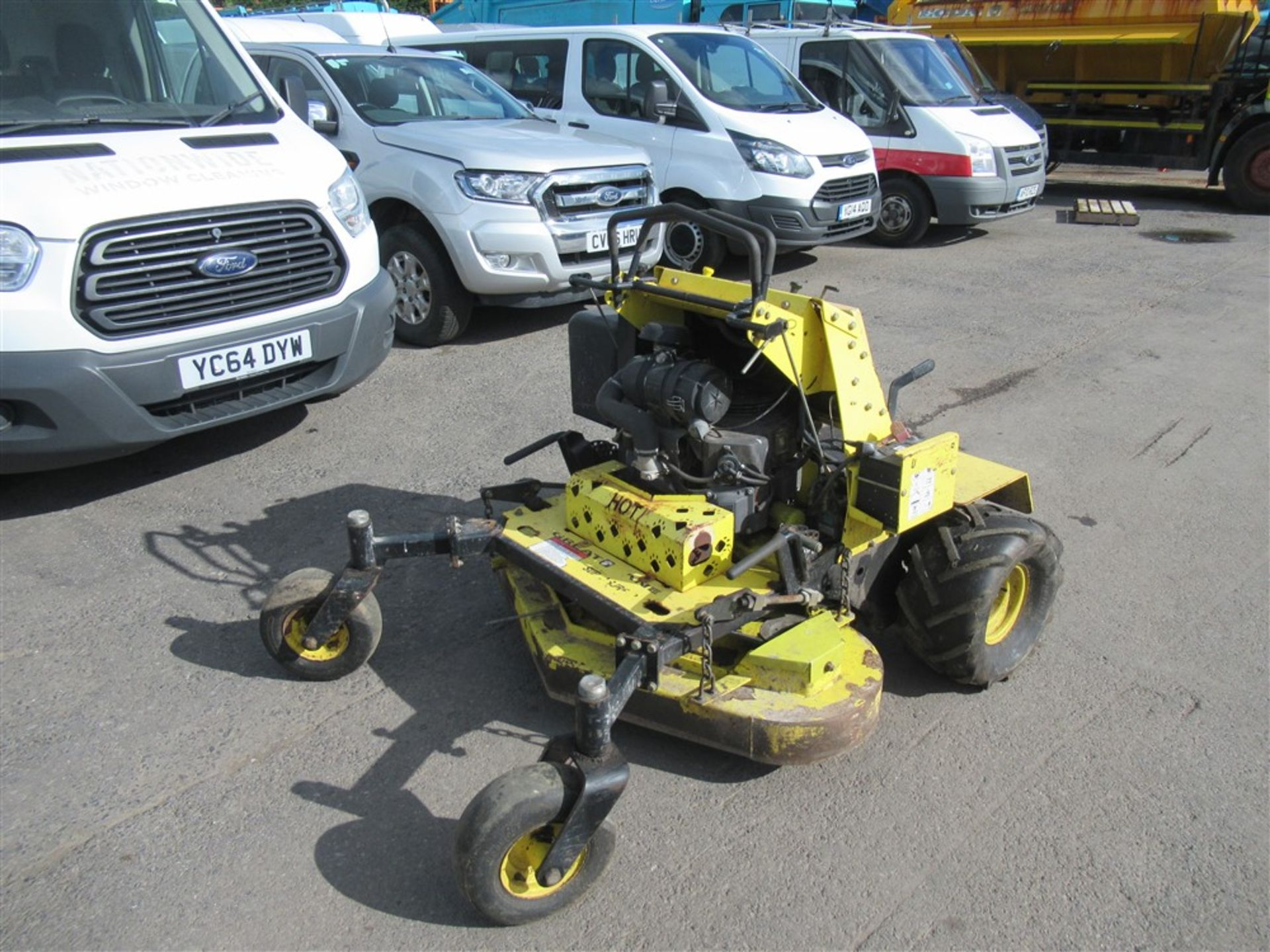 "Los 1150 - GREAT DANE 48"" STAND ON MOWER, 852 hrs [+ VAT]"