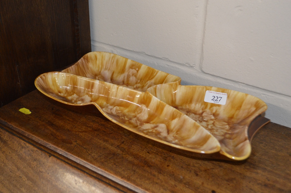 Lot 227 - An Art Deco design pottery hors d'oeuvres dish