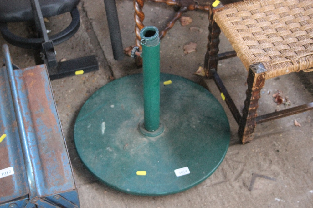 Lot 1014 - A metal parasol stand