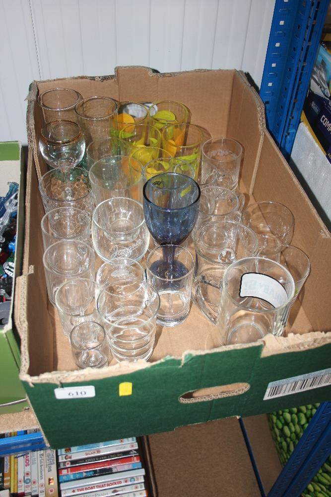 Lot 610 - A box of glassware