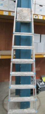 Lot 1469 - An aluminium 7 step step ladder