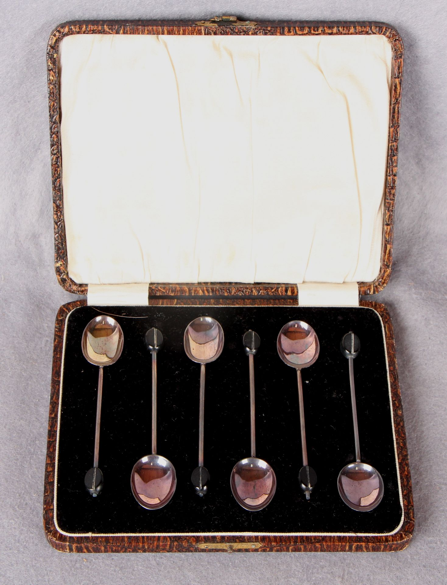Lot 58 - A set of six bean top coffee spoons, Birmingham 1926,