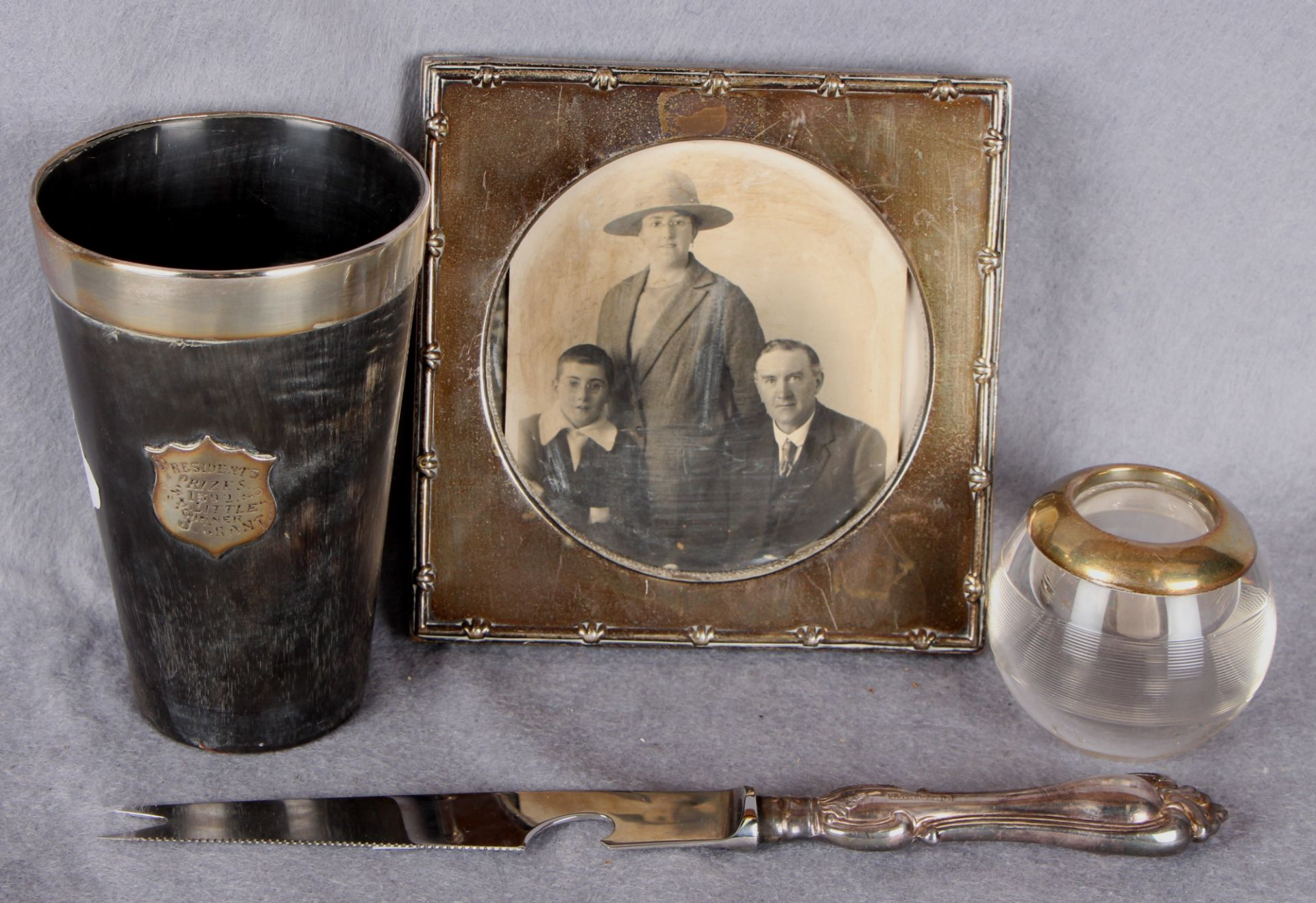 Lot 26 - A silver square photograph frame (case support lacking) Birmingham 1907 12.