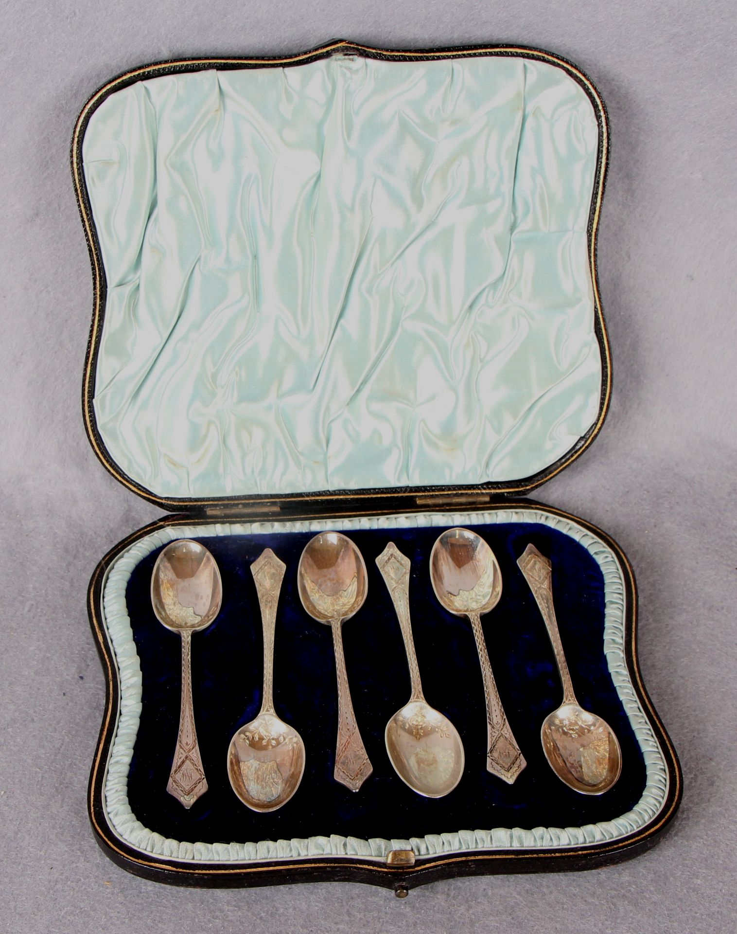Lot 41 - A set of six late Victorian bright cut teaspoons, London 1896,