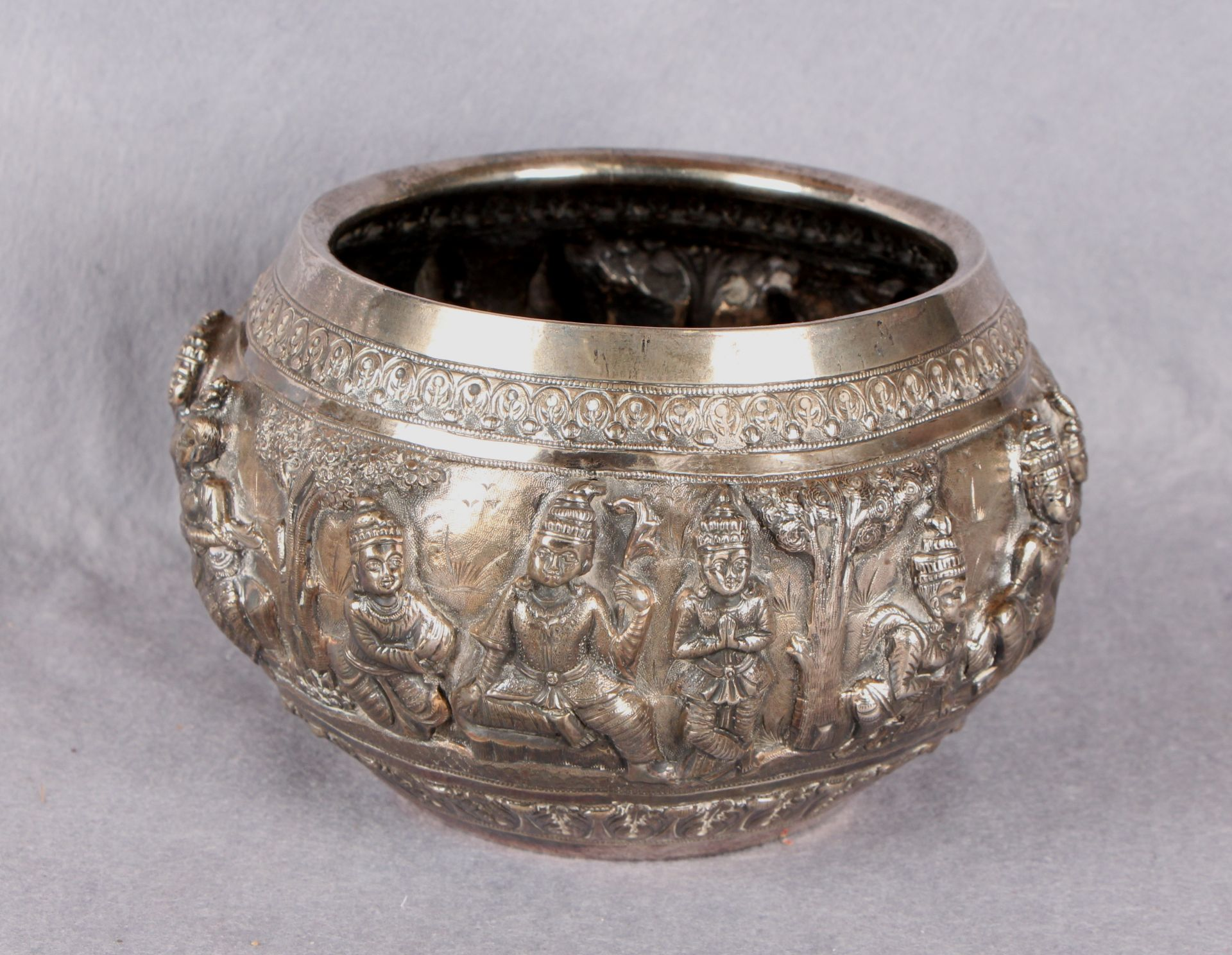 Lot 31 - A Siamese white metal bowl, of shaped circular form,