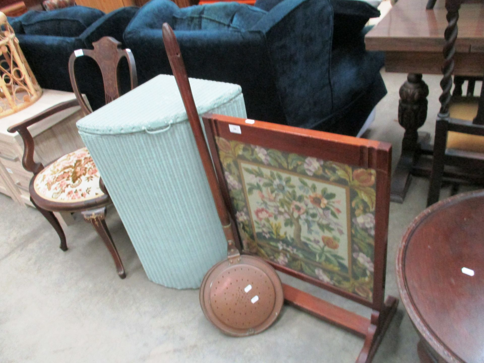 Lot 36 - A Lloyd Loom linen box,