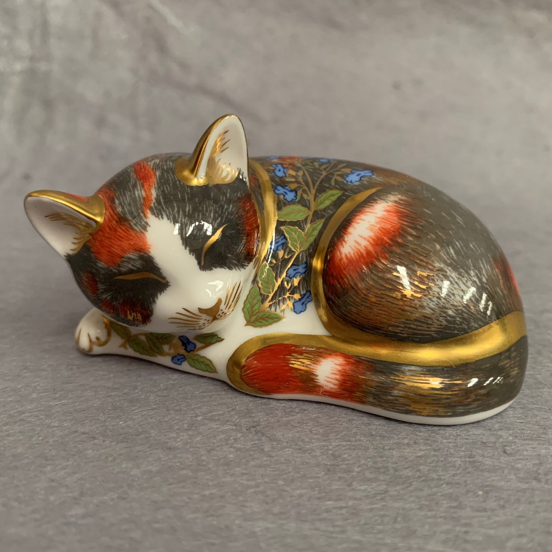 Lot 26 - Royal Crown Derby Collectors' Guild Exclusive Catnip Kitten 1997,