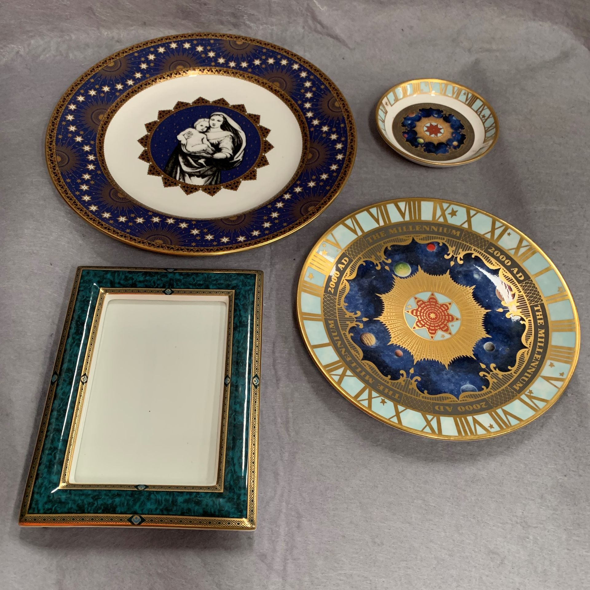 Lot 31 - 4 x items - Royal Worcester plate and trinket dish to celebrate the millennium,