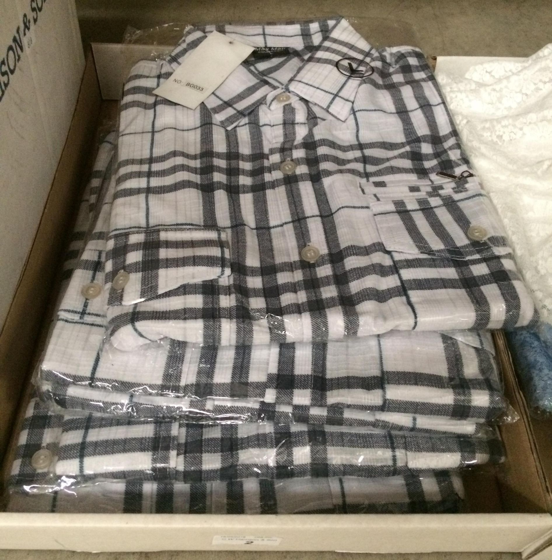 Lot 2 - 5 x gentlemen's short sleeve shirts in black and white check - sizes L, M, XL,