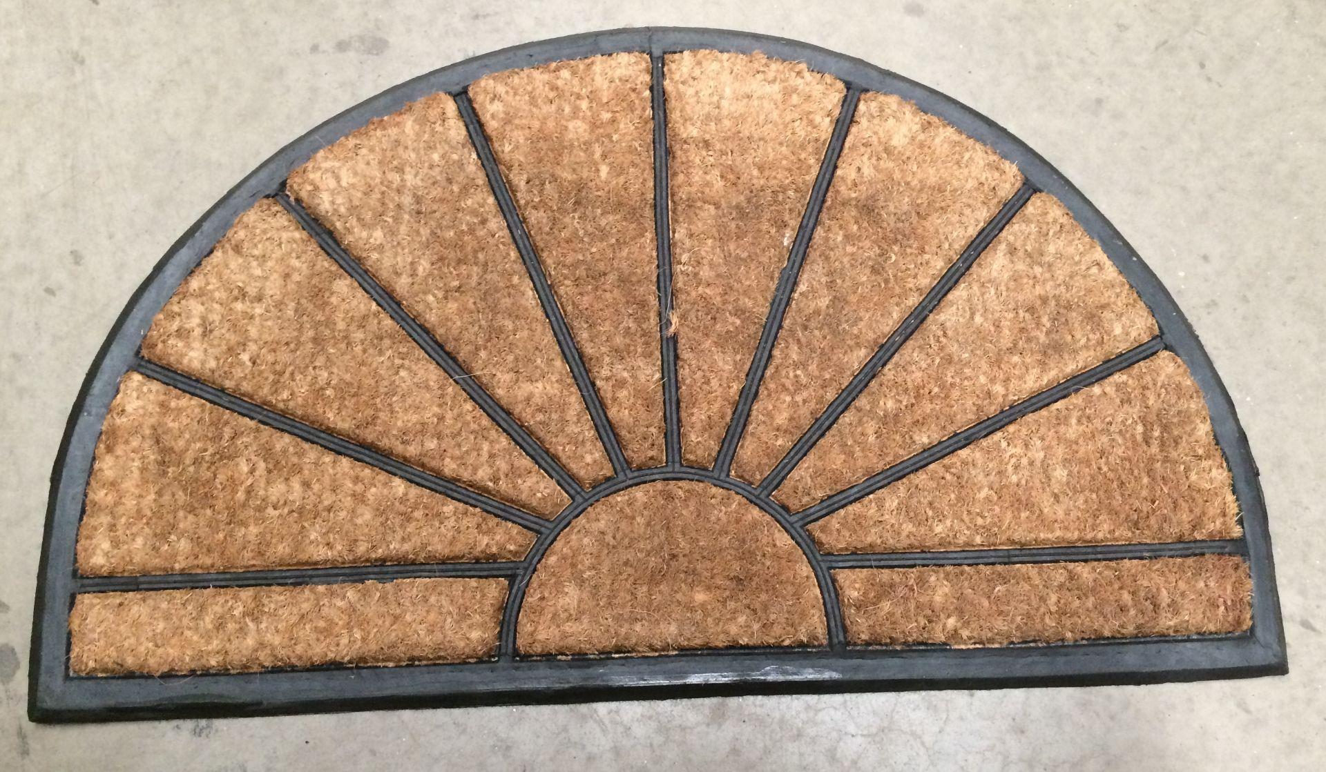 Lot 22 - 5 x Sunburst door mats each 45 x 75cm