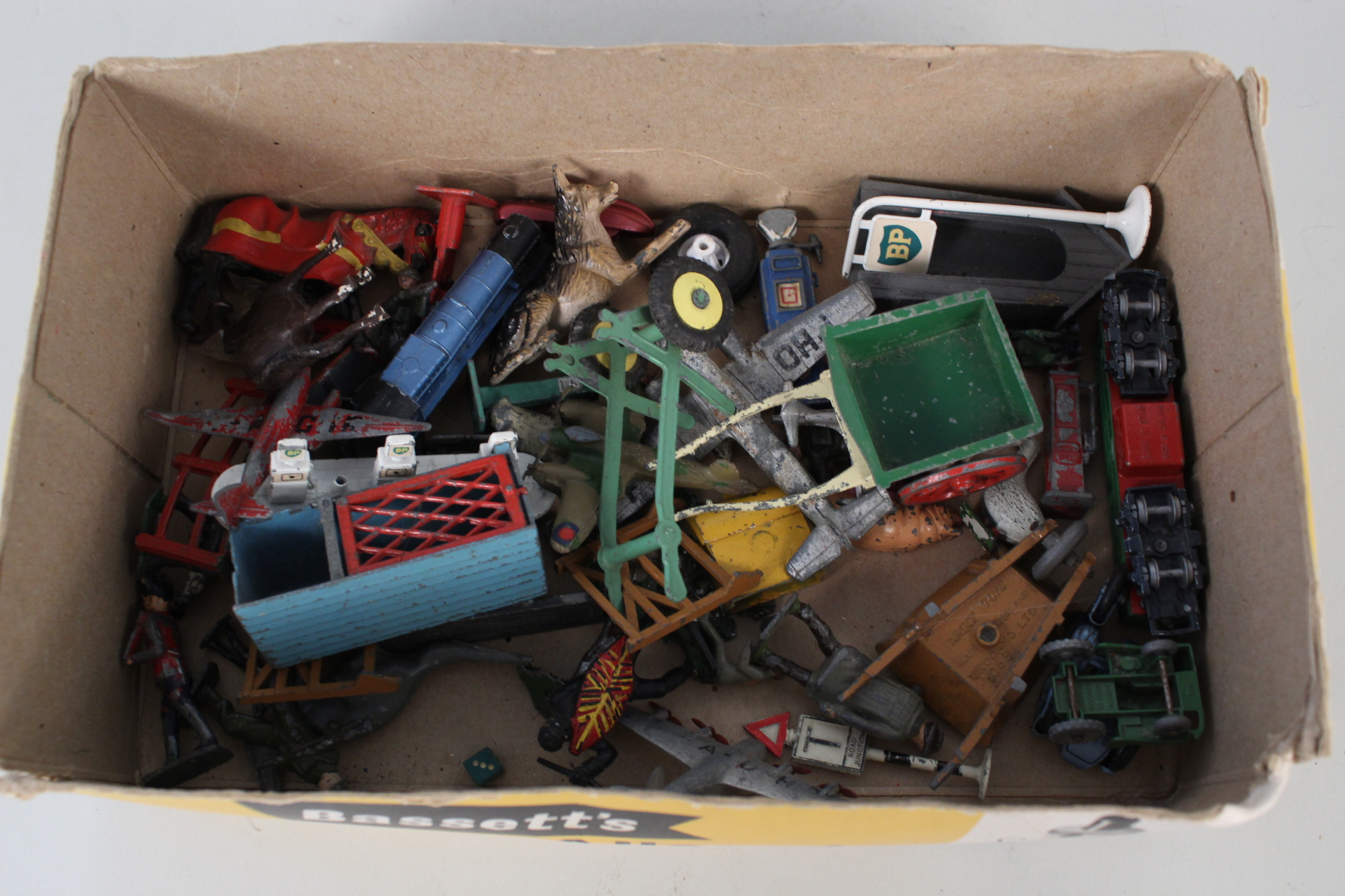 Lot 22 - Die cast and lead models including Britains, Dinky,