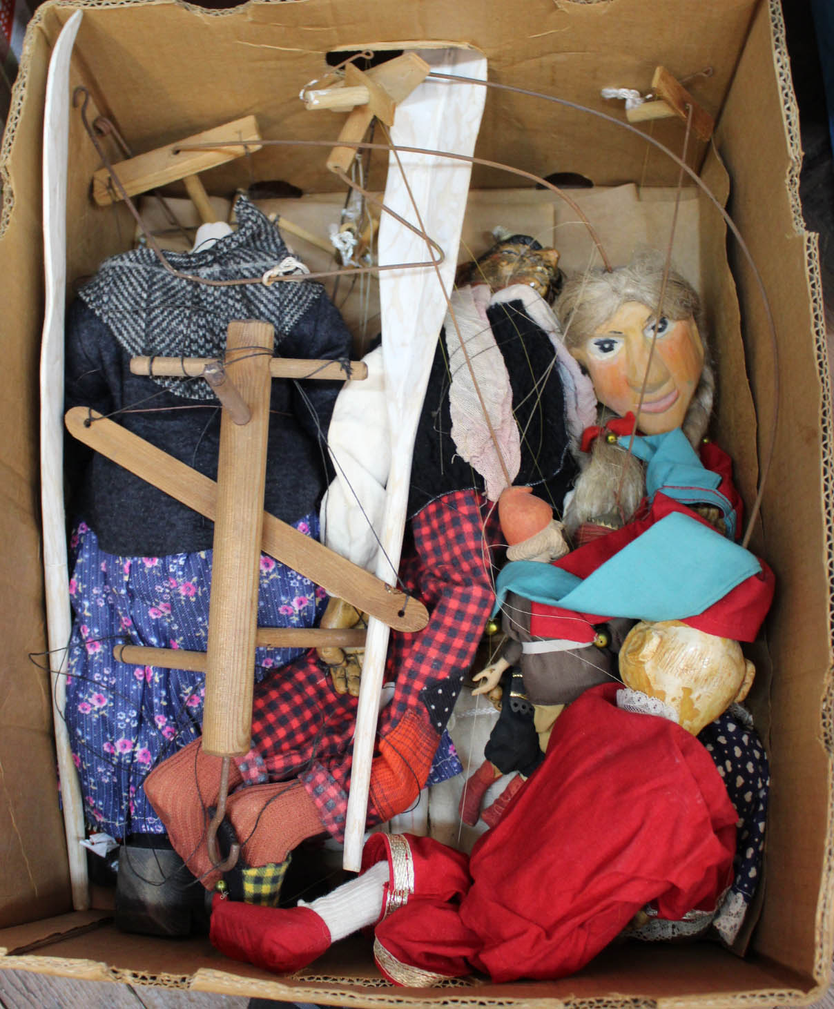 Lot 51 - Various German plus other string and wire puppets,