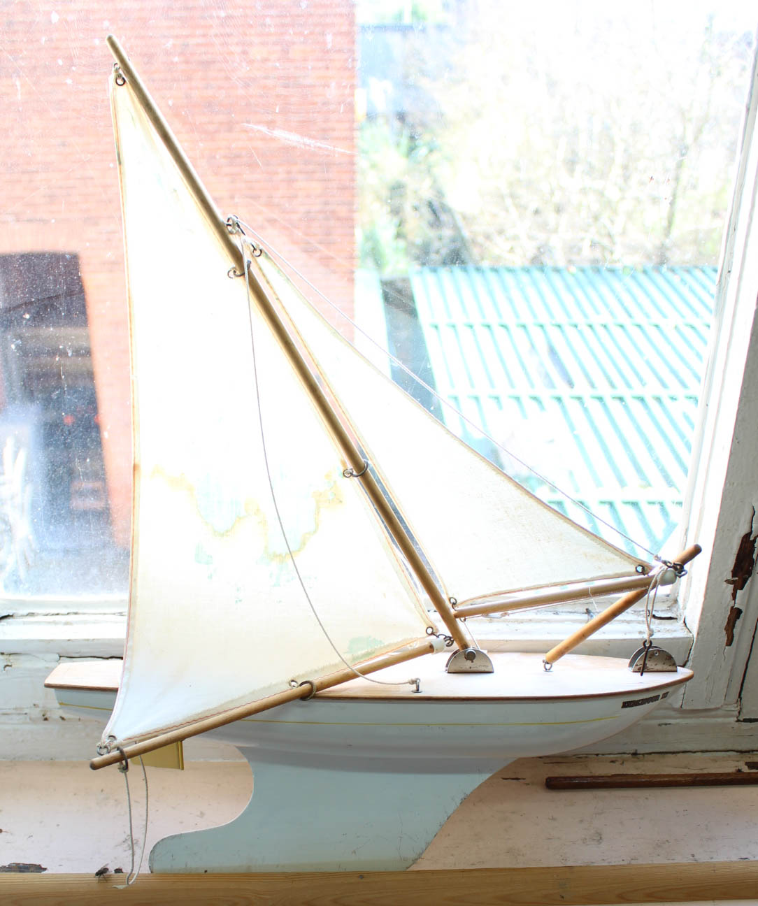 Lot 24 - Two pond yachts