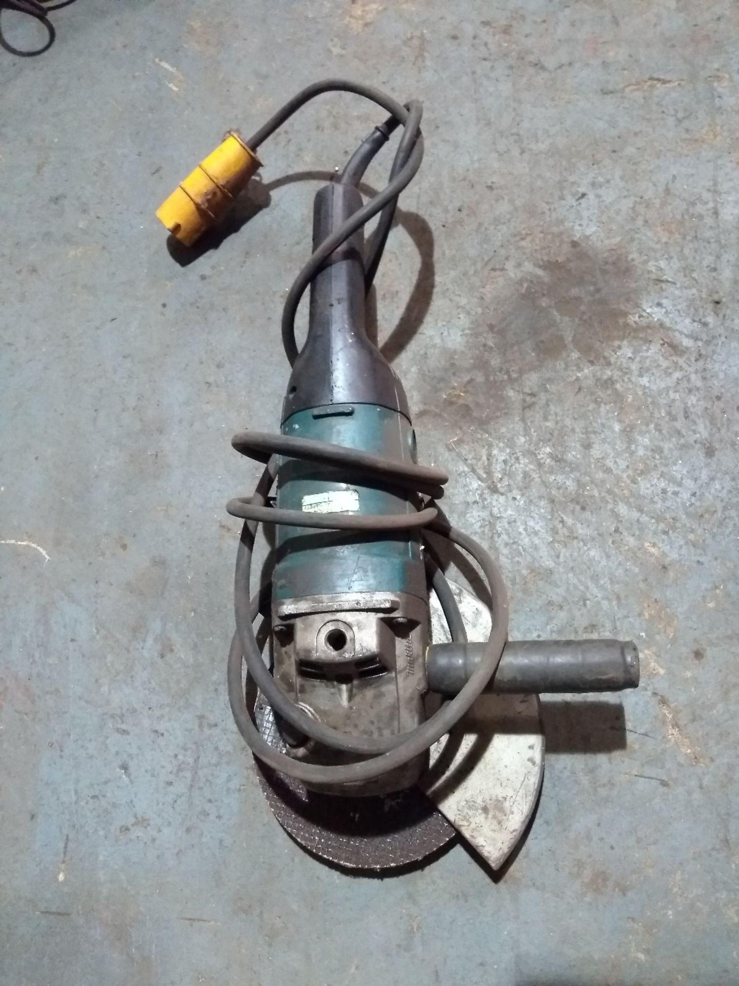 Lot 30 - Makita 230mm 90698 110V grinder/ disc cutter. Electrical Safety Test Passed (2.8.19).