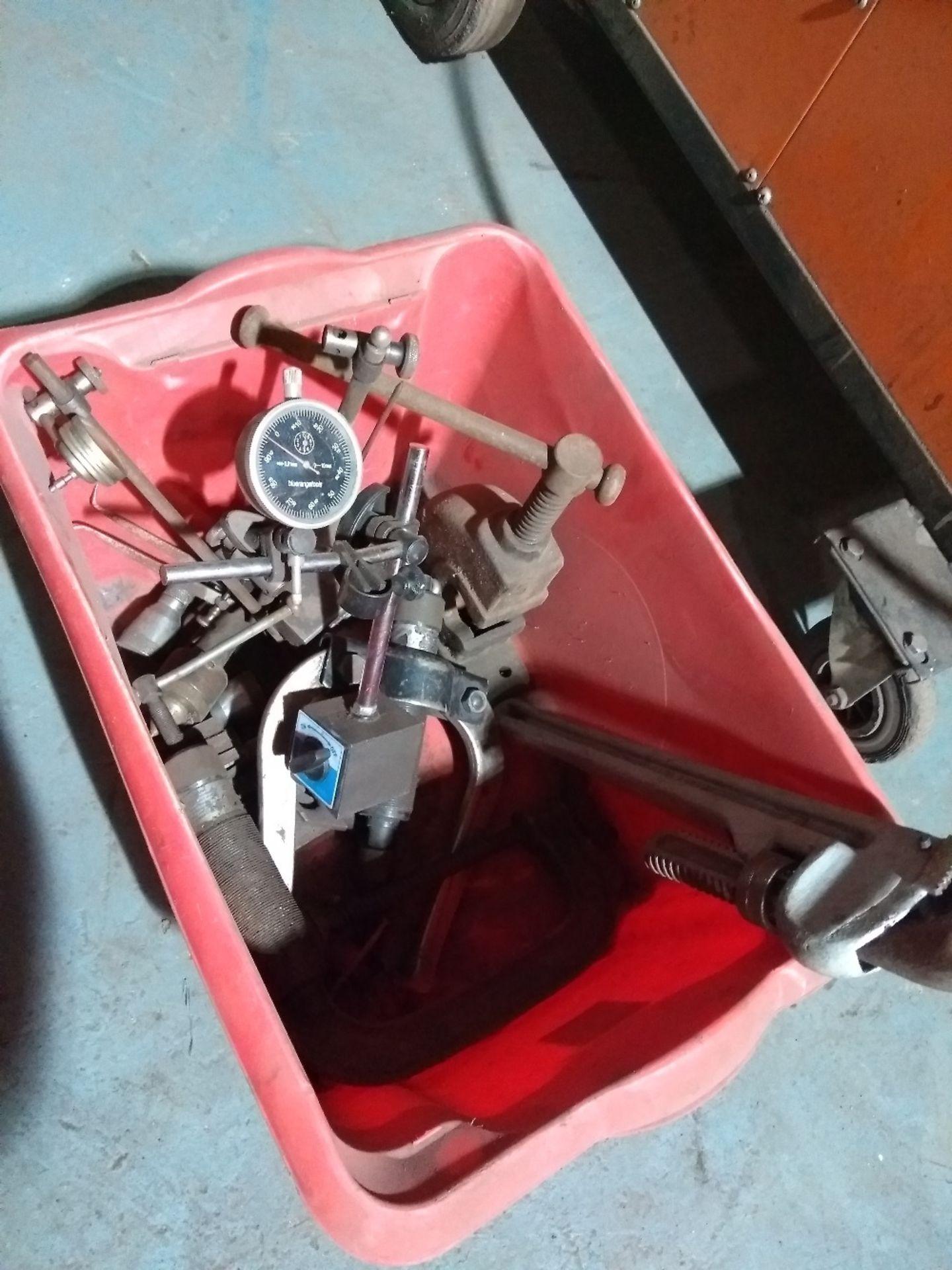 Lot 25 - Box of various equipment inc.