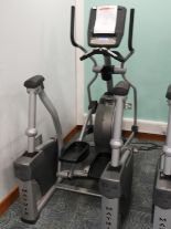 Lot 10 - *Matrix Elliptical Trainer Model:EHRUSA7XE with To