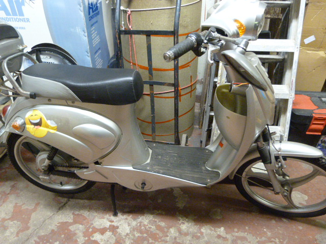 Lot 2 - Sakura Moped