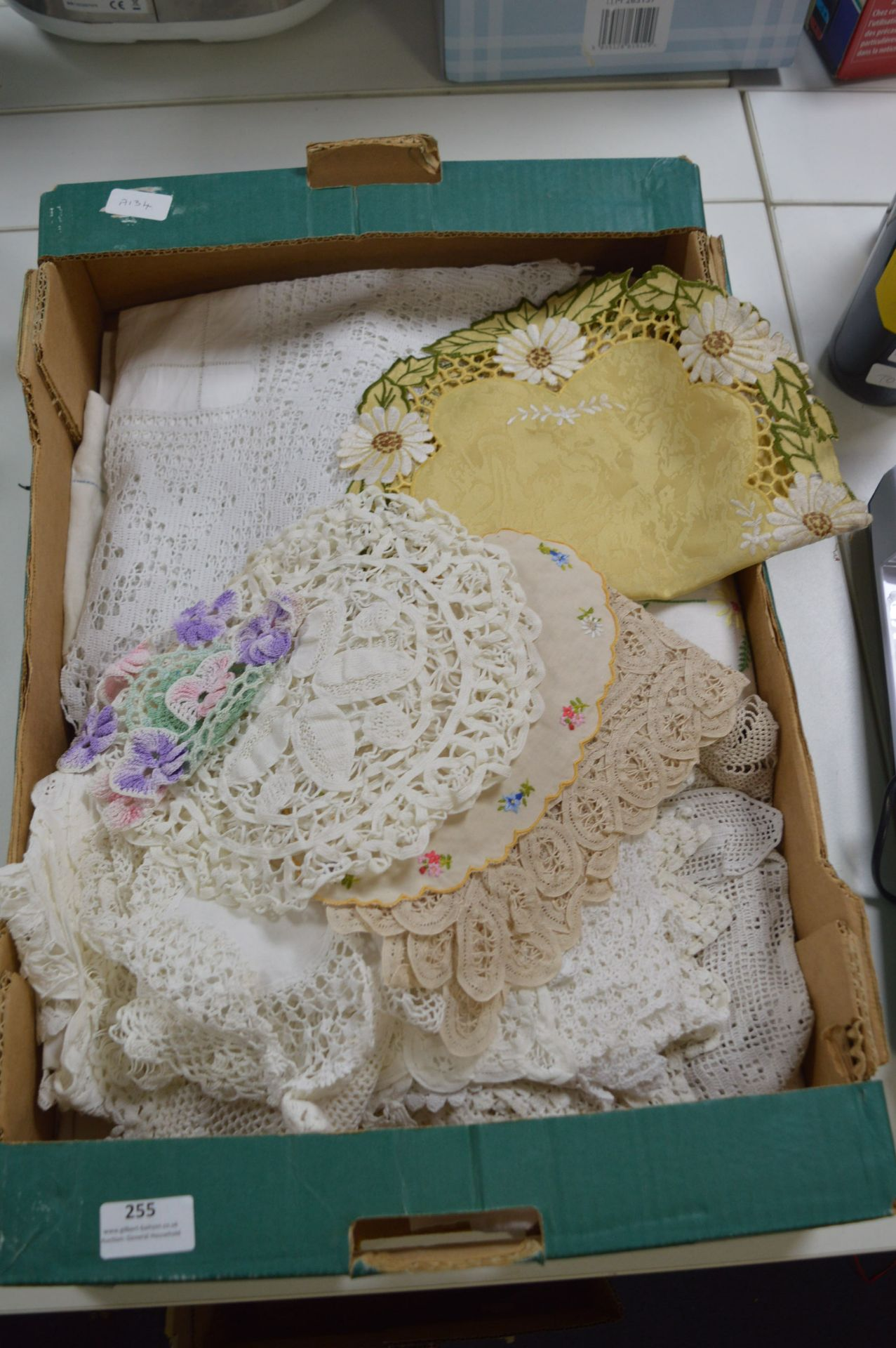 Lot 255 - Collection of Vintage Linen