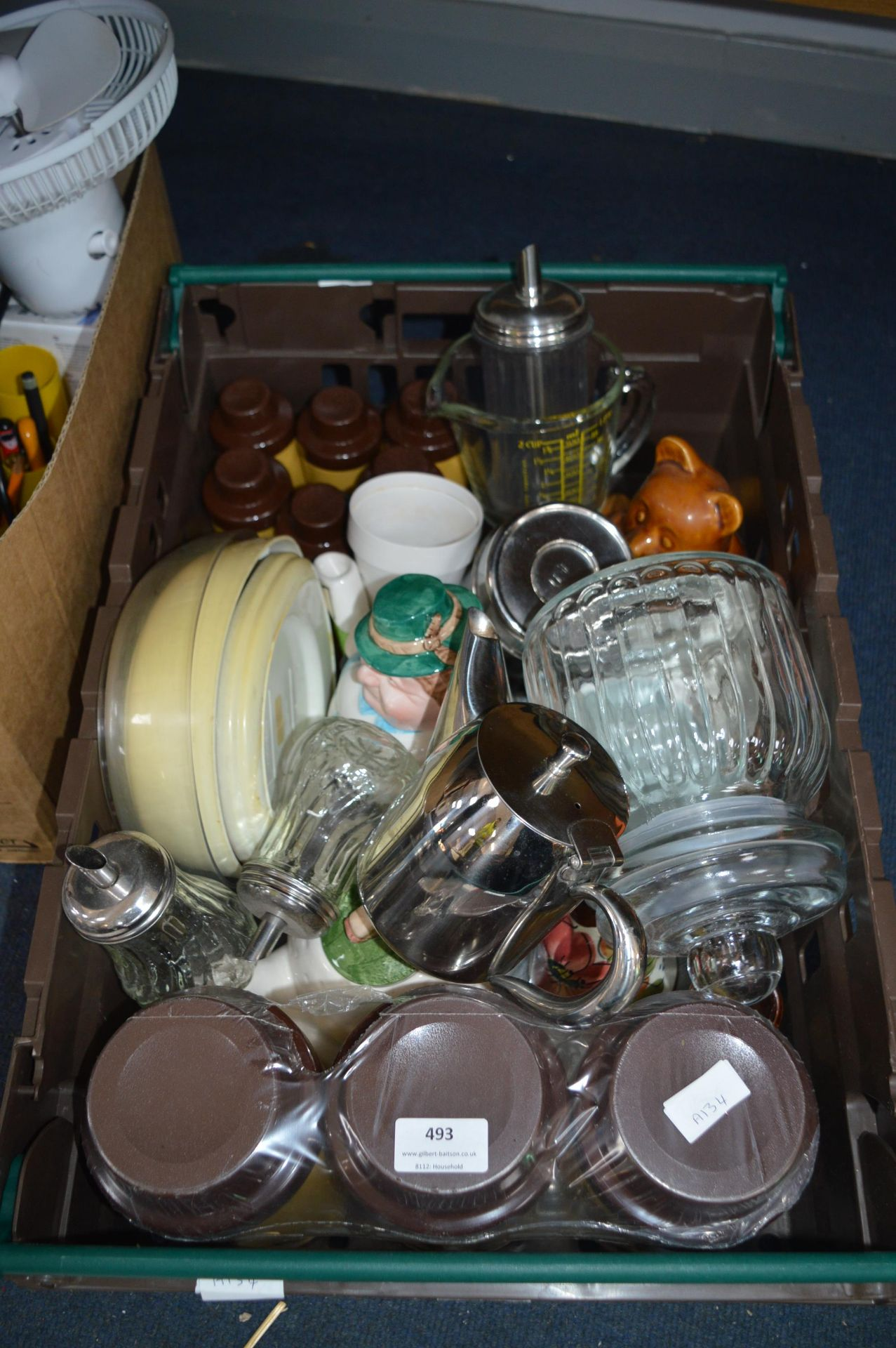 Lot 493 - Box Containing Assorted Vintage and Other Kitchena