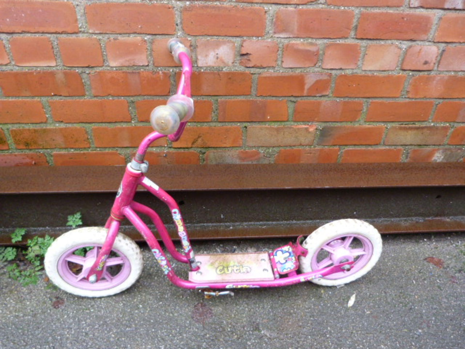 Lot 257 - Girl's Cutie Scooter