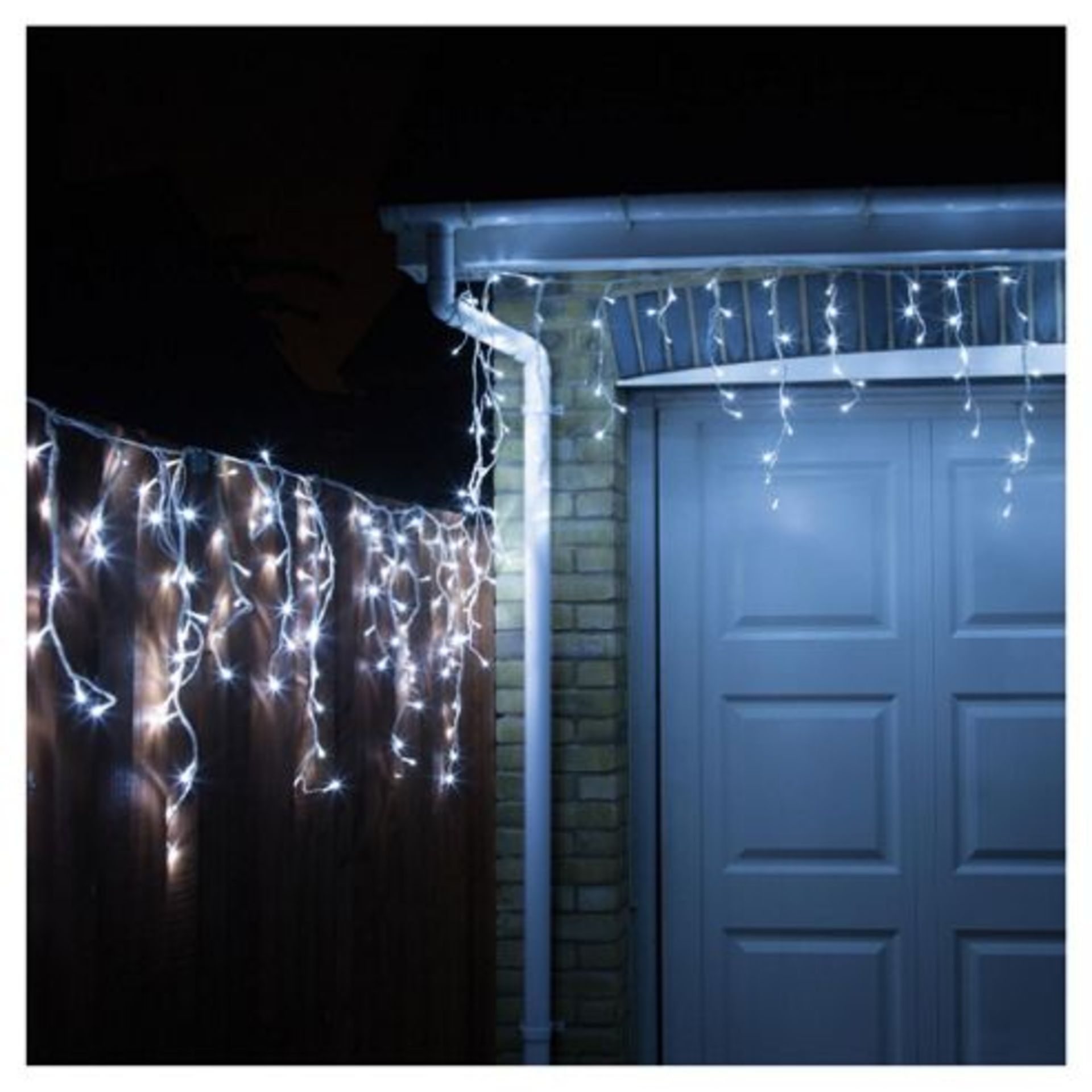 Lot 18210 - V Brand New 480 Snowing Icicle White/Blue LED Lights With 8 Functions And Continuous Snowing