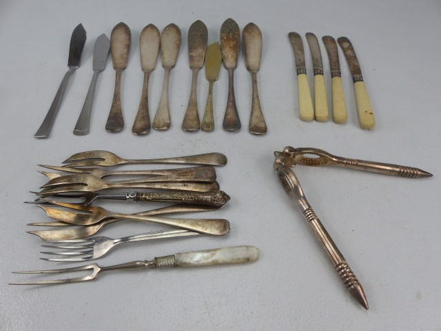 Lot 23 - Small collection of silverplated cutlery along with some banded silver.