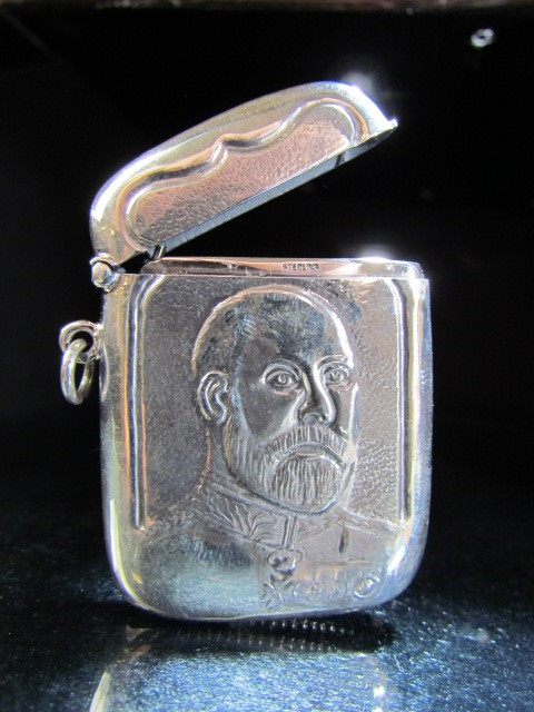Lot 12 - Hallmarked silver (Sterling) Vesta case with Embossed George bust approx weight - 18.5g