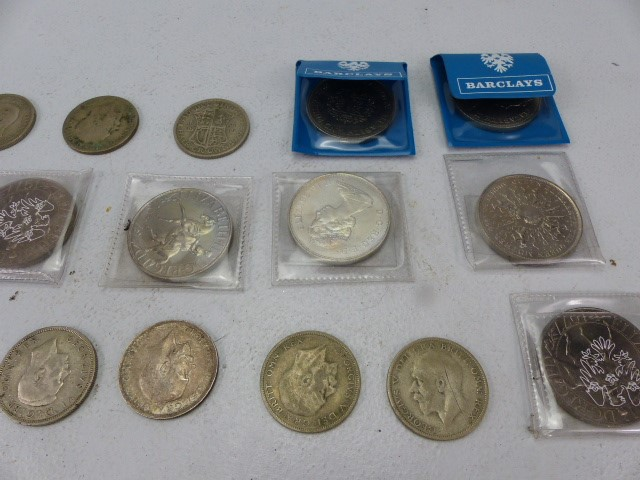 Lot 42 - Collection of Crowns and Half crowns to include one Pre 1920 dated 1917.