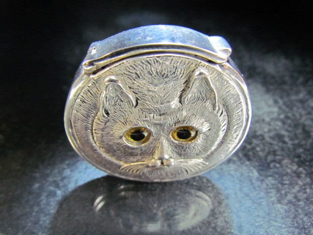Lot 19 - Silver plated vesta case with embossed cat decoration
