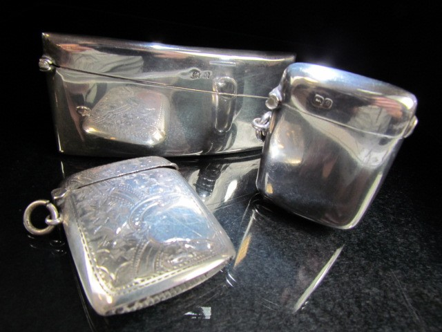 Lot 3 - Two hallmarked silver vesta cases and silver hallmarked card holder (total weight approx 74g)